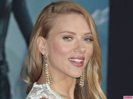 Pregnant Scarlett Johansson Tying The Knot in August Apparently
